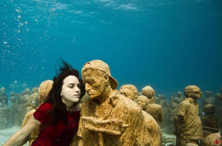 Suficiente The Incredible Cancun Underwater Museum in Cancun, Mexico | The  VF28