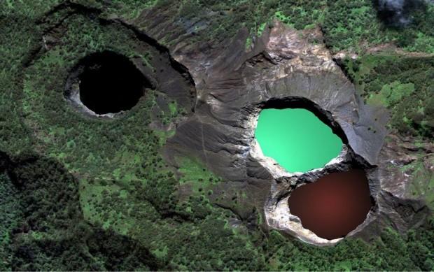 multi colored lake Kelimutu2