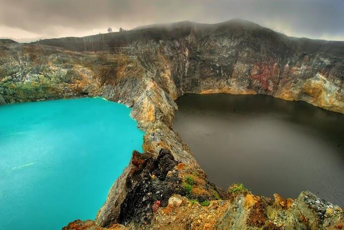 multi colored lake Kelimutu4